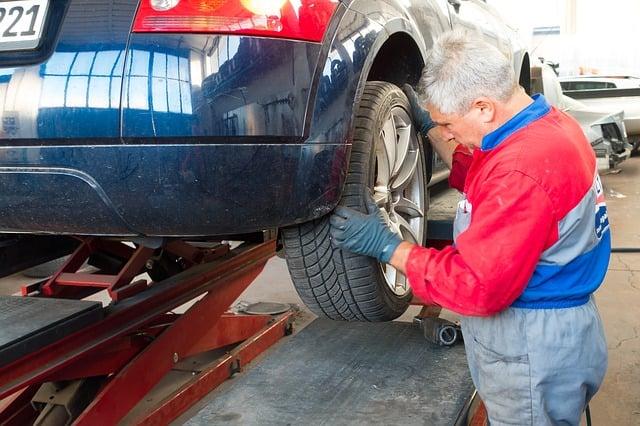 auto-repair-984946_640.jpg